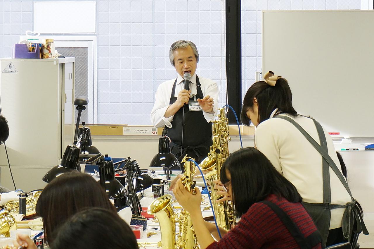 金澤恭悦先生の授業風景|島村楽器テクニカルアカデミー 管楽器リペア科
