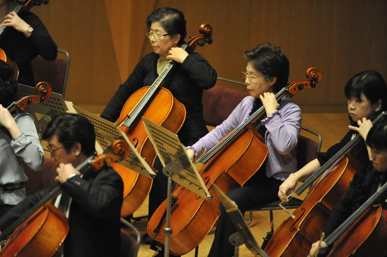 チェロアンサンブル イメージ|弦楽アンサンブル-バイオリン、チェロ、ビオラ、コントラバス-|宮地楽器MUSIC JOY 新宿