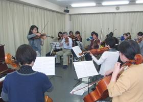レッスン風景。弦楽アンサンブル。バイオリン、チェロ、ビオラ、コントラバス。宮地楽器MUSIC JOY 新宿