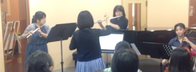 新宿で弦楽アンサンブル。バイオリン・ビオラ・チェロ。ミニライブにも出演。