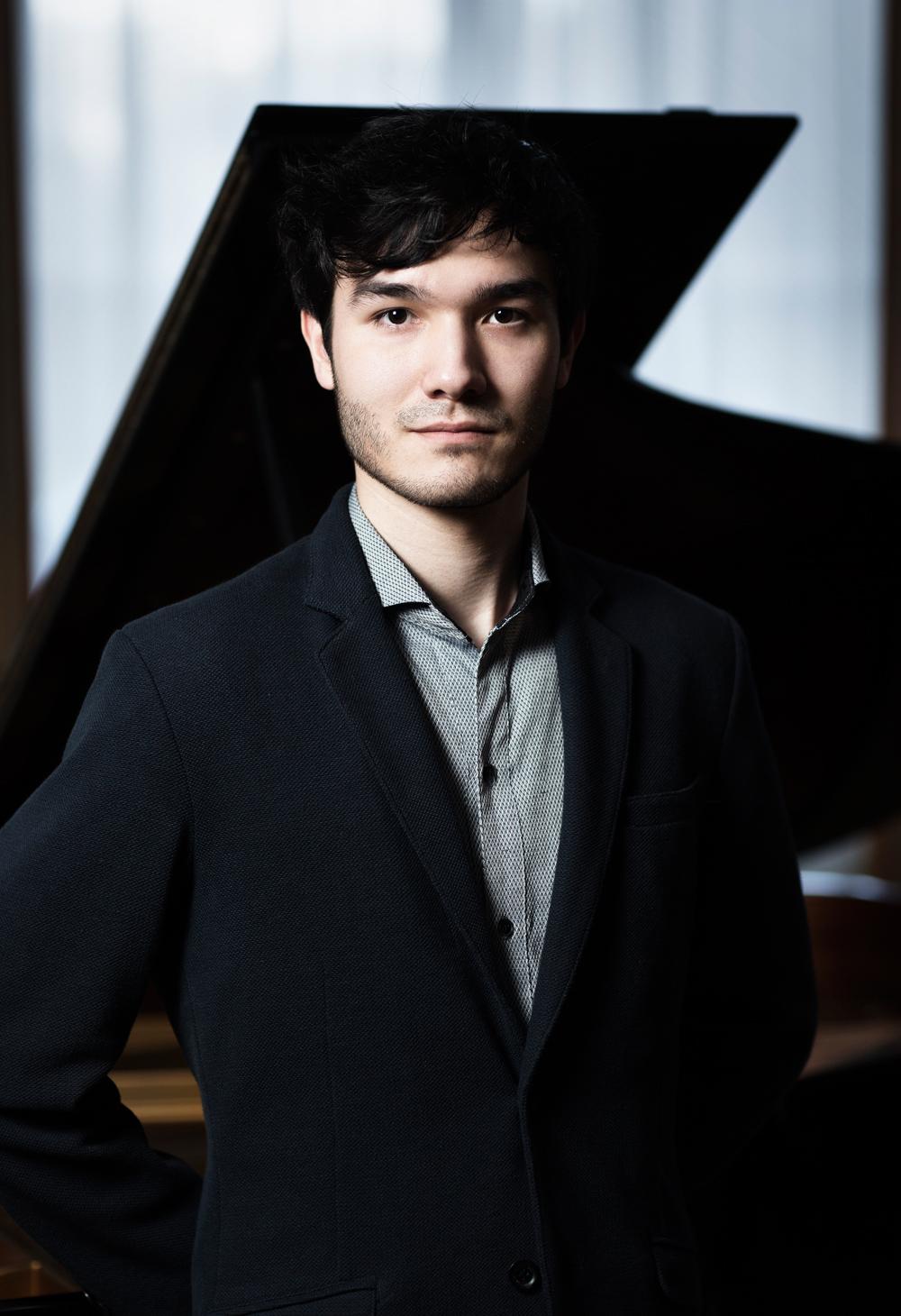 ピアノ:マリオ・ヘリング